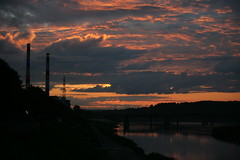 Sunset over Tom river in Kemerovo city (man_from_siberia) Tags: canon dslr canoneos1dsmarkii canonef80200mmf28l fullframe kemerovo кемерово sunset clouds cloudscape evening eveningsky
