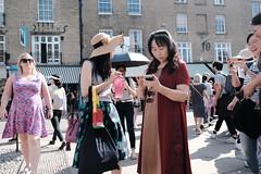 Breaking News (Bury Gardener) Tags: cambridgeshire cambridge england uk streetphotography street streetcandids snaps strangers candid candids people peoplewatching folks fujixt3 fuji fujifilm 2019