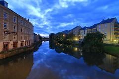 Bleu alençonnais ! (Tonton Gilles) Tags: alençon normandie le stadium heure bleue pose longue ciel reflets rivière sarthe gagnepetit réverbères lampadaires jaune paysage urbain