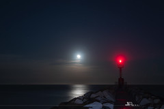 Il faro e la luna. (iLaura_) Tags: ilfaroelaluna nightscape nighttime inthemiddleofthenight notturno moon lighthouse lidodegliestensi