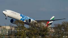 B77W_EK128 (VIE-DXB)_A6-EPK (Expo 2020 - Mobility Livery)_1 (VIE-Spotter) Tags: vie vienna airport airplane flughafen flugzeug wien himmel planespotting spotten emirates boeing 777300er expo