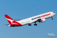 VH-EFR QF B763F 16R YSSY-8803 (A u s s i e P o m m) Tags: sydney newsouthwales australia qantas qf qantasfreight sydneyairport syd yssy boeing b763f