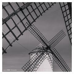 Windmill (Ignacio Ferre) Tags: consuegra toledo castillalamancha españa spain nikon bw blancoynegro blackwhite blackandwhite monochrome monocromático monocromo molino windmill