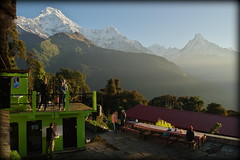 Breakfast with a view (Tadapani, Nepal) (armxesde) Tags: pentax ricoh k3 nepal himalaya berg mountain snow schnee sky himmel annapurna sonnenaufgang sunrise tadapani machhapuchhre goldenhour goldenestunde