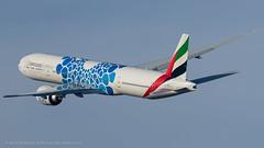 B77W_EK128 (VIE-DXB)_A6-EPK (Expo 2020 - Mobility Livery)_2 (VIE-Spotter) Tags: vie vienna airport airplane flughafen flugzeug wien himmel planespotting spotten emirates boeing 777300er expo