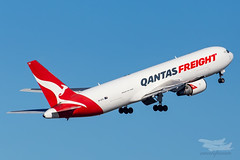 VH-EFR QF B763F 16R YSSY-8809 (A u s s i e P o m m) Tags: sydney newsouthwales australia qantas qf qantasfreight sydneyairport syd yssy boeing b763f