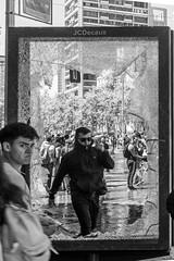 Al otro lado del espejo, Santiago de Chile furioso (Mario Rivera Cayupi) Tags: santiagodechile blancoynegro blackandwhite bw sigma50mmf14 sigmaartlens lentesigmaserieart descontentosocial protesta furia angry protest insurrection canon80d streetphotography fotografíadecalle fotografíacallejera streetphotographyinchile