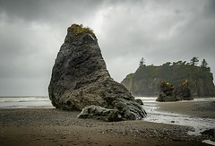 Seal Rock - Ruby Beach - Washington (raining) (Chad Baxter) Tags: seal rock ruby beach washington nikon d850 240850 mm g nikkor green rocks rain raining cloudy rocky waves ocean pacific northwest