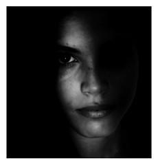 Una parte oscura. (MioGiovannie) Tags: portraitart portraitig portrait woman blackandwhite black artistacontemporaneo art artistic photoart photography photographe arte