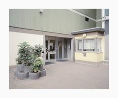 Krefeld, 2019 (Darius Urbanek) Tags: 120 6x7 kodak mamiya7 portra400 analog color film mediumformat krefeld concrete plattenbau entrance