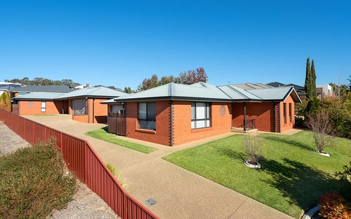 1 & 2 /9 Osterley Street, Bourkelands NSW 2650