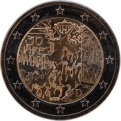 Die neue 2Euro-Münze 30 Jahre Mauerfall (Chiller_46) Tags: münze 2 euro 30 jahre mauerfall prägung makro macro brandenburger tor hände 2019 nikon d7500 40mm