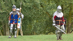 Les combattants (Phil du Valois) Tags: combattants guerrier médiéval tournoi guerre reconstitution spectacle épée armure