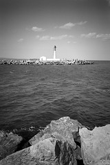 Le phare vert (fred.guidoni) Tags: leicam6 elmarit28mmf28asph ilfordpanfplus50 reflectaproscan10t vuescan portlanouvelle aude occitanie