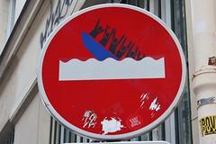 Clet_6404 rue Froment Paris 11 (meuh1246) Tags: streetart paris clet ruefroment paris11 cletabraham panneau bateau
