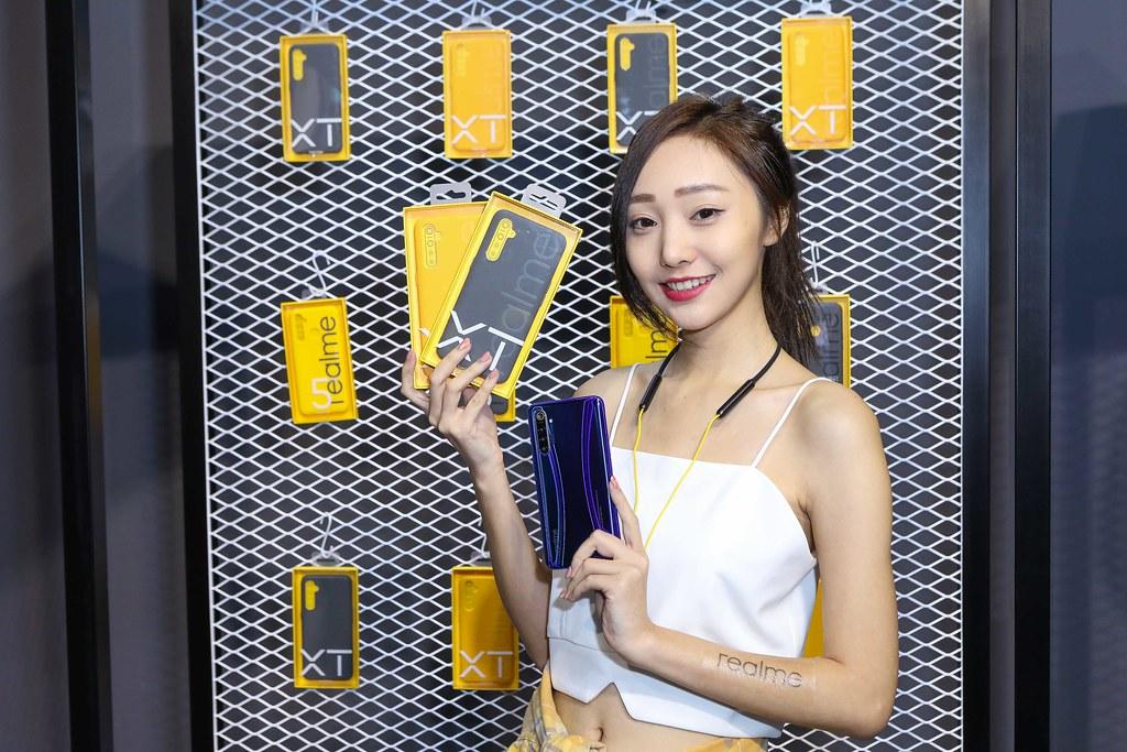 圖說:realme推出猛獸系列全系列手機殼,共有兩色,右為灰常好看,左為猝不及黃