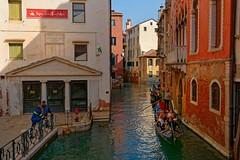 Venezia / Casa Marco Polo / Rio della Fava (Pantchoa) Tags: venise italie vénétie canal rio maison marcopolo gondole gondolier eau ciel architecture pontedellafava fava pont sanlio
