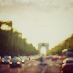 Tomorrow (Mister Blur) Tags: sense light love peace tomorrow livinginextraordinarytimes avenue champselysées arcdetriomphe paris 8éme arrondissement blur blurry lights feurouge flicker sunset dusk golden hour nikon d7100 50mm nikkor lens f18 square format james jamestheband snapseed rubén rodrigo fotografía
