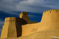 KHIVA (RLuna (Instagram @rluna1982)) Tags: uzbekistan rutadelaseda samarcanda samarkanda viaje asia vacaciones travel canon photo mezquita musulman muslim ramadan khiva jiva tamerlan rluna rluna1982 muralla wall fortaleza siab bazar afrosiab zoco