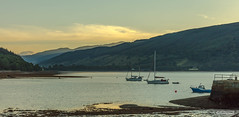 "Loch Shira and Glen Shira from Inveraray Harbour. (Scotland by NJC.) Tags: sunrise dawn daybreak sunup morning daylight شُروقُ الشَّمْس ""nascer do sol"" 日出 ""izlazak sunca"" ""východ slunce"" solopgang zonsopgang amanecer auringonnousu ""lever du soleil"" sonnenaufgang alba 日の出 mountains hills highlands peaks fells massif pinnacle ben munro planina hora bjerg berg montaña vuori montagne βουνό montagna fjell boat barge ""cabin cruiser"" ""canal boat"" canoe ""fishing مَرْكَب barco 小船 brod loď båd boot vene bateau βάρκα nave ボート lochshira glenshira lochfyne inveraray scotland"