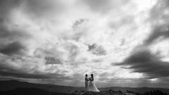 山 盟 (Wilson Au | 一期一会) Tags: japan wakayama landscape backlight silhouette couplesilhouette couple brideandgroom mountain cloud sky cloudy canon eos5dmarkiii ef2485mmf3545usm blackandwhite bw monochrome highland 生石ヶ峰 日本 和歌山