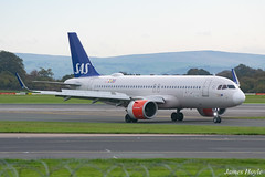 SAS Ireland EI-SIE A320 Neo at Manchester Airport 22-10-19 (JH Aviation and Railway Photography) Tags: airliner airport aviation aircraft airways airlines aviationviewingpark avp airbus a320 manchester manchesterairport egcc jetliner jet jets southside