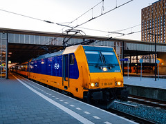 NSR 186 028 als IC trein @ Eindhoven Station (Avinash Chotkan) Tags: ns bombardier traxx br186 akiem