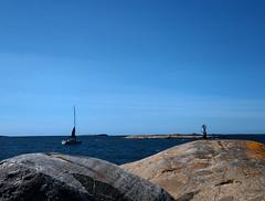 (helena.e) Tags: helenae husbil rv motorhome älsa hönöklåva water vatten hav ocean blå blue klippor båt boat segel segelbåt fyr lighthouse