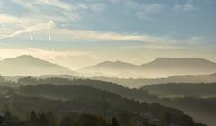 Herbstlicher Morgen in Bayern (Ernst_P.) Tags: autobahnraststätte bayern berg bernhaupten deu deutschland herbst hochfelln landschaft vachendorf sigma art 24105mm f40