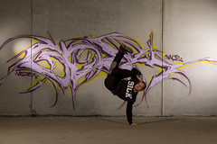 Say hello (Toftus Photography) Tags: tromsø troms norway no norge nordnorge northernnorway garageshoot breakdance hiphop acrobatics artisticmoves bboy bboying breaking dancephotography art kunst artwork kunstverk canon eos 5d mark iv dans dance танец ダンス 舞蹈 danza tanz danse farve color neewer vision