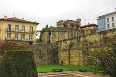 Hondarribia, un pueblo a la sombra de una muralla (eitb.eus) Tags: eitbcom 16599 g1 cultura gipuzkoa hondarribia josemariavega