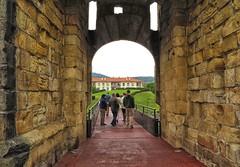 Pasarela y muralla (eitb.eus) Tags: eitbcom 16599 g1 cultura gipuzkoa hondarribia josemariavega