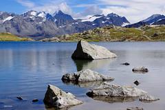 Scogli di lago (stefano.chiarato) Tags: laghlunghin lago lake scogli rocce bernina montagne mountains svizzera paesaggio panorami landscape pentax pentaxk70 pentaxlife pentaxflickraward