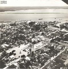 Vista aérea de Manaus (AM), com destaque para o Teatro Amazonas, ao centro, e o rio Negro, ao fundo, 13 de setembro de 1970 (Arquivo Nacional do Brasil) Tags: manaus amazônia amazon amazonas arquivonacional arquivonacionaldobrasil nationalarchivesofbrazil nationalarchives regiãonorte
