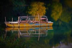 Riflessi d'autunno (ornella sartore) Tags: autunno riflessi lago barca colori allaperto