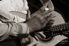 Inmersión Flamenco-132 (paulopomkerner) Tags: apaloseco abandolaos alaire alante alexandrepalma américa apresentação arpegiado artistas brasil cajón cantaor cante cantefestero cantegrande cantejondo cejilla curitiba eventos falsetas flamenco guitarra jondo lugares marcaje palmas paraná pessoas regiãosul sergioel colorao show tablao teatroeniocarvalhotecespaçoculturalfalec teatros temaprincipal