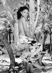 Melie (02_0048BW) (ronnie.savoie) Tags: africanamerican black noir negra woman mujer chica muchacha girl pretty guapa lovely hermosa browneyes ojosnegros brownskin pielcanela portrait retrato model modelo modèle smile sonrisa brickbay roatan roatán honduras hondureña catracha bayislands islasdelabahía diaspora africandiaspora