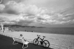 La Promenade - Nice (France) - October 2019 (cava961) Tags: promenade nice france analogue analogico monochrome monocromo bianconero foma400 canon bw