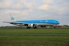 PH-BVF 777-306 AMS 2019-10-19 (2) (Michael Huising) Tags: aviation planespotting eham ams schiphol polderbaan taxiway klm royaldutchairlines boeing dreamliner 737 747 777 787 airbus a330 embraer queenoftheskies