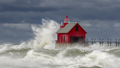 Angry Lake Michigan.... (Kevin Povenz Thanks for all the views and comments) Tags: 2019 october kevinpovenz westmichigan michigan ottawa ottawacounty grandhaven grandhavenpier grandhavenstatepark lighthouse lighhouse red blue canon7dmarkii sigma150600 lakemichigan water lake waves weather storm stormy stormyweather stormclouds wind windy pier rough splash