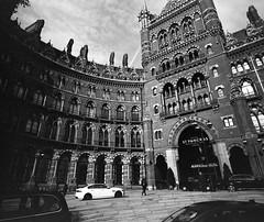 Streets of London - England (IV2K) Tags: london londonuk uk unitedkingdom england stpancras hotel trix kodak kodakfilm film filmphotography mamiya mamiya7 mamiya7ii mediumformat 120 120film blackandwhite bw analogue