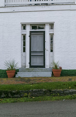 Doorway, Bierbower House — Maysville, Kentucky (Pythaglio) Tags: house dwelling residence historic twostory brick hillside bank street sidewalk 66windows stone lintels sills steppedgables painted twostoryporch threebay ihouse trabeateddoorway sidelights transom maysville kentucky masoncounty bierbower