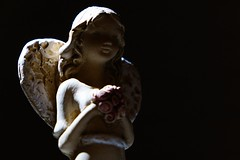 Angel (mmichalec) Tags: angel anioł aniołek figurine figurka figure statuette light dark światło