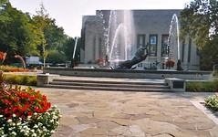 Showalter fountain, IU campus, Bloomington (ali eminov) Tags: bloomington indiana universities indianauniversity fountains showalterfountain