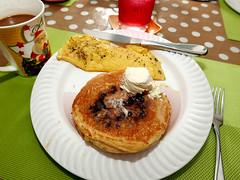blueberry pancake (DOLCEVITALUX) Tags: blueberrypancake pancake breakfast food meal lumixlx100 panasoniclumixlx100 panasoniccameras