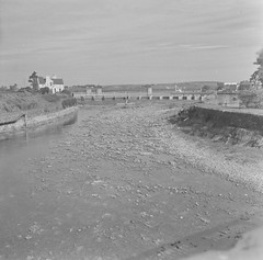 River nearly dry, River Corrib, Co. Galway. (National Library of Ireland on The Commons) Tags: jamespo'dea o'deaphotographiccollection nationallibraryofireland galway weir bridge corrib river 1971