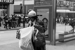 New York people (Samarrakaton) Tags: samarrakaton 2019 nikon d750 nyc newyork eeuu estadosunidos usa norteamerica gente people mujer woman street callejera urbana urban byn bw blancoynegro blackandwhite monocromo viaje travel vacaciones holidays brooklyn