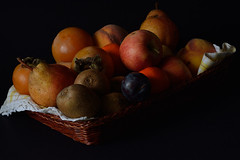 DSC_3679_5531. Cestino di frutta.- Fruit basket. (Please press L) (angelo appoloni) Tags: cesto di frutta clementine pere mele pesche cachi kiwi prugne nere fruit basket clementines pears apples peaches persimmons black plums
