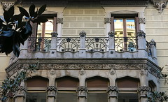 Balcony-topped oriel, Barcelona (Spencer Means) Tags: dwwg architecture house balcony balcón balkon iron ironwork railing window oriel dreta eixample barcelona catalunya catalonia spain reflection riflesso