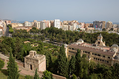 Ayuntamiento de Málaga (mkirstefoto) Tags: andalusien aussichtspunkt ayuntamientodemálaga europa jardinesdepedroluisalonso málaga palmen park parquedemálaga rathaus spanien strase wohnsiedlung